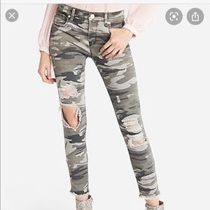 Express distressed busted knee camo ankle pants🖤